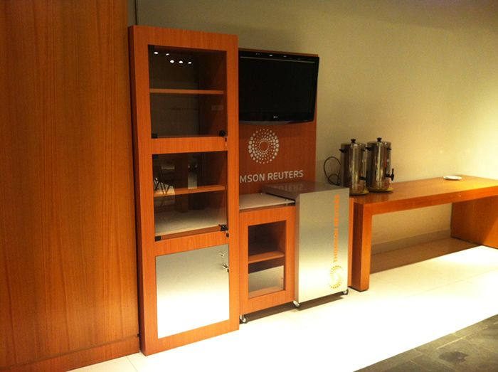2014 mobiliario oficina thomson reuters for Mobiliario oficina diseno