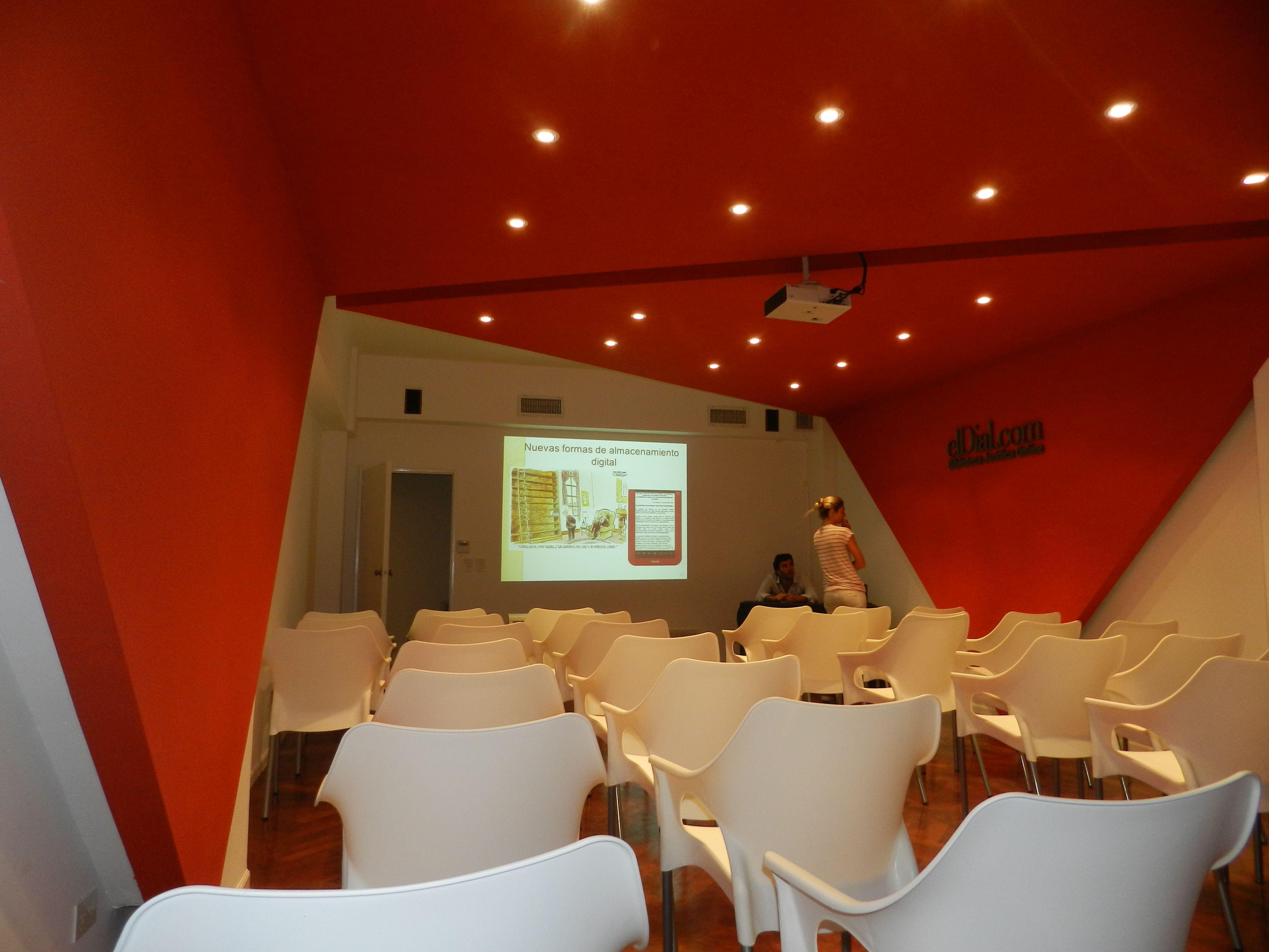 Photo of stands estudio skok asoc arquitectos - Estudio 3 arquitectos ...