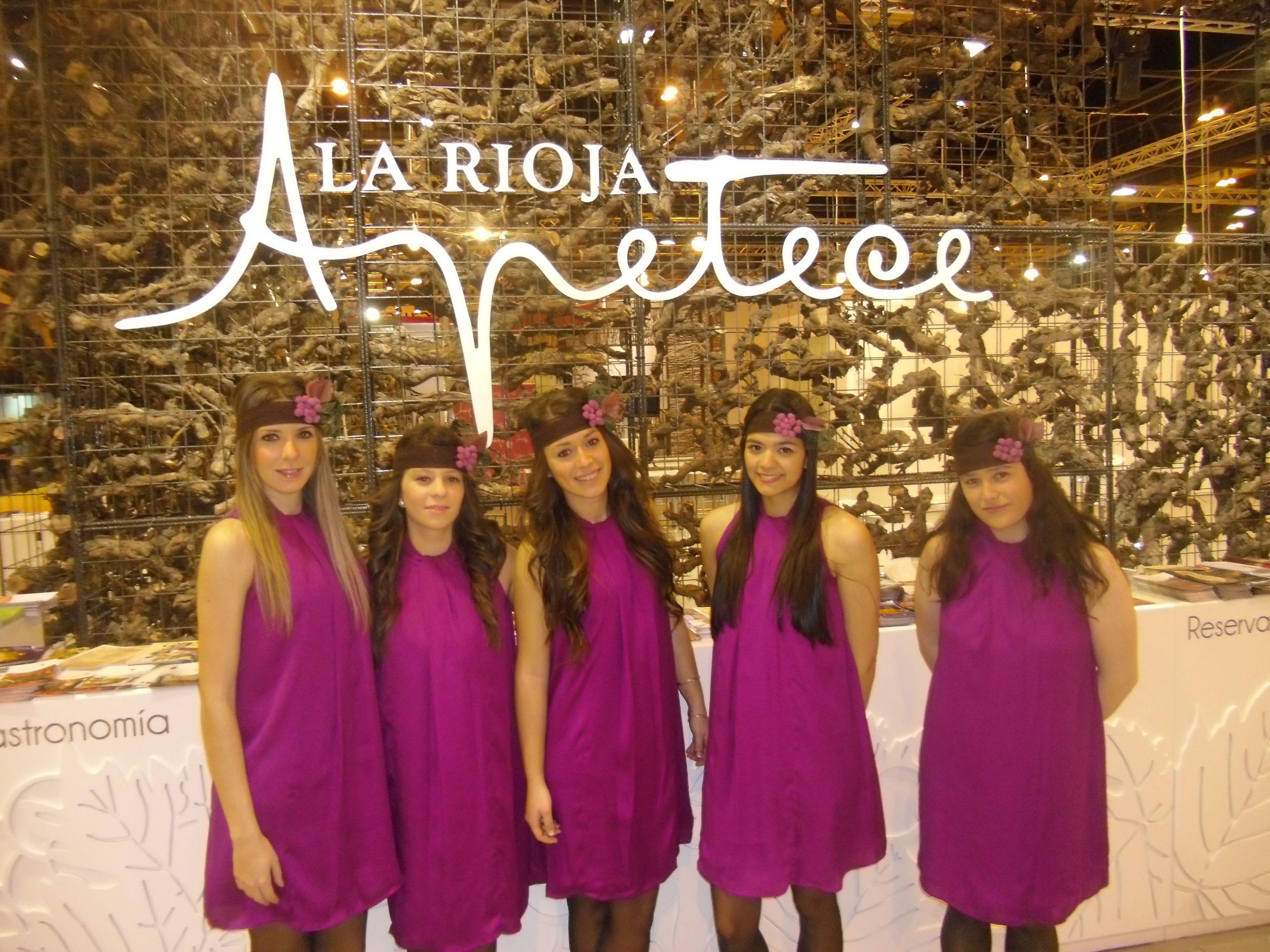 Personal de Fitur para el stand de La Rioja 2