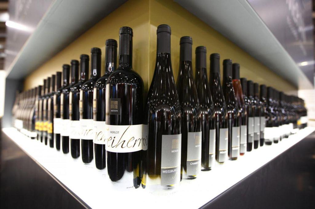 Vinitaly Stands Bottles1