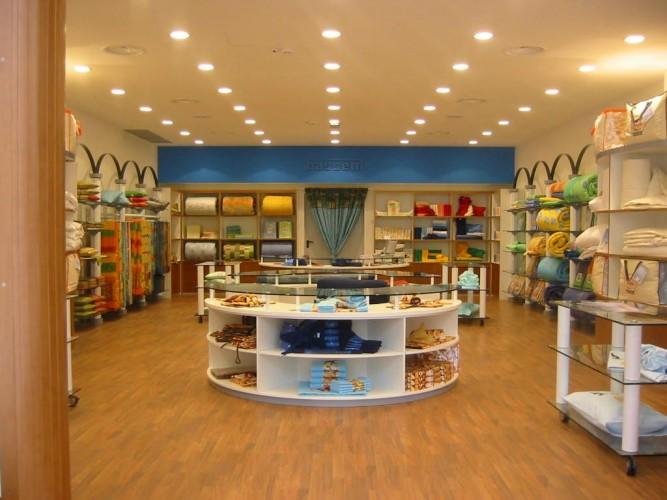 Mar allestimenti arredamenti sas for Montaggio arredamenti negozi