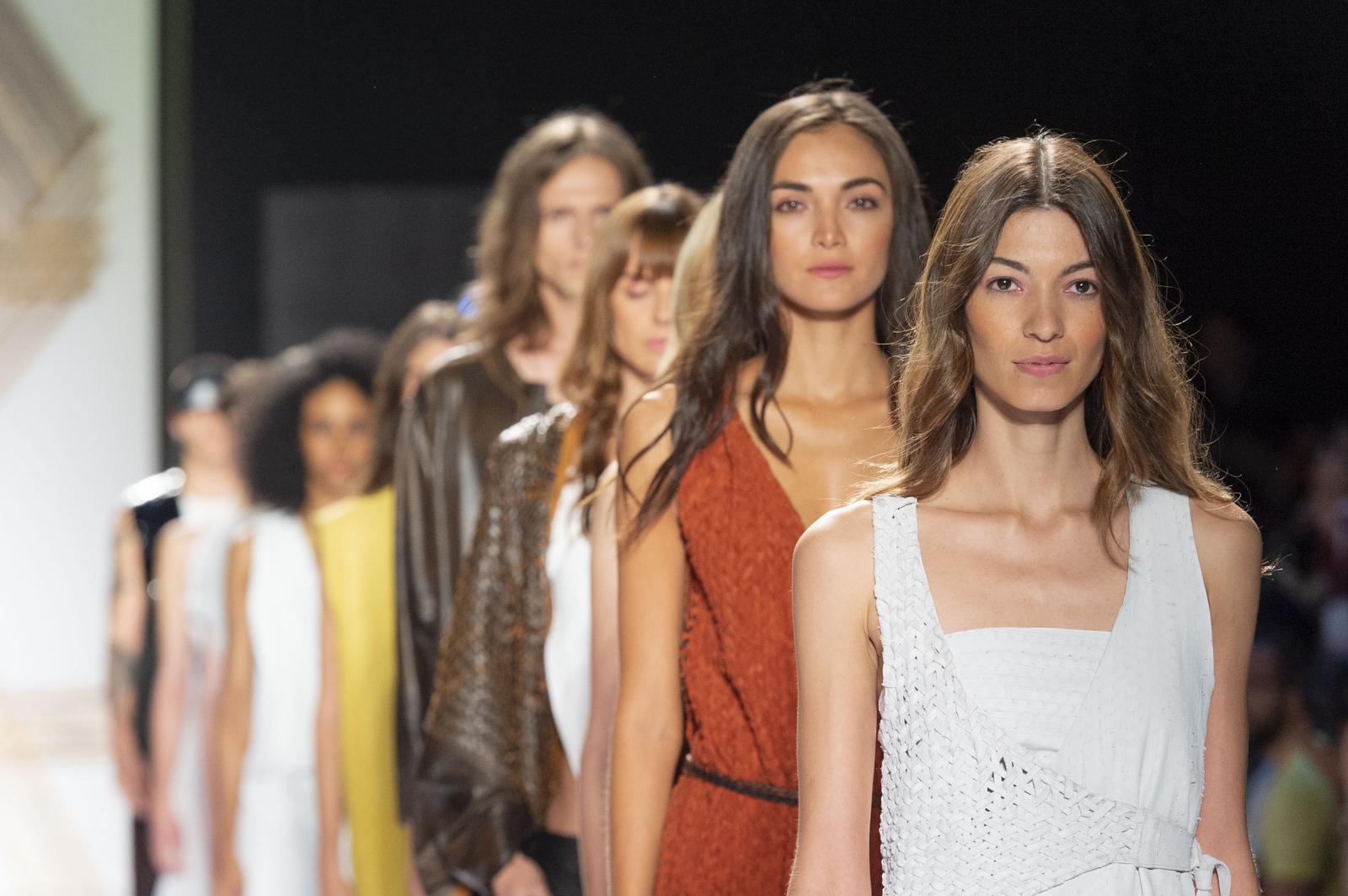 1f4f02975038 Las principales marcas de ropa y complementos de moda y los diseñadores  consagrados y emergentes de Latinoamérica se dan cita en Colombiamoda para  dar a ...