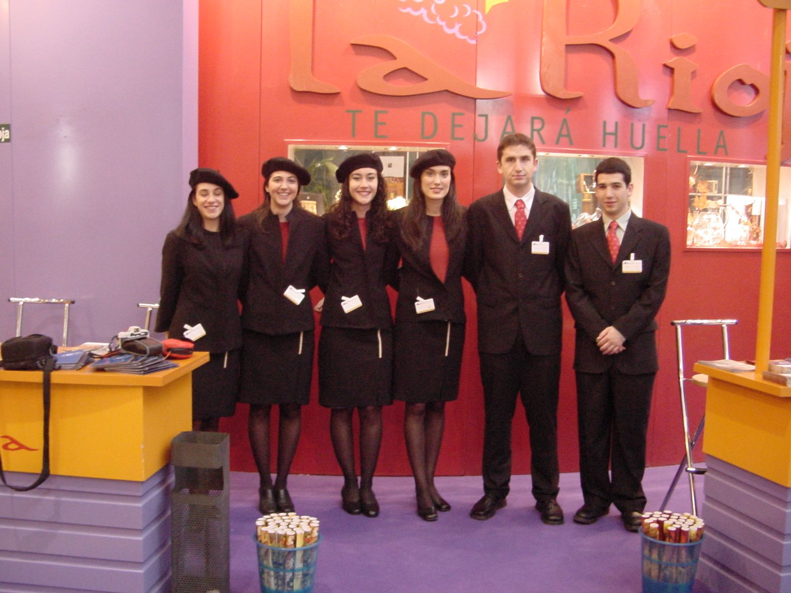 Personal de Fitur para el stand de La Rioja 5