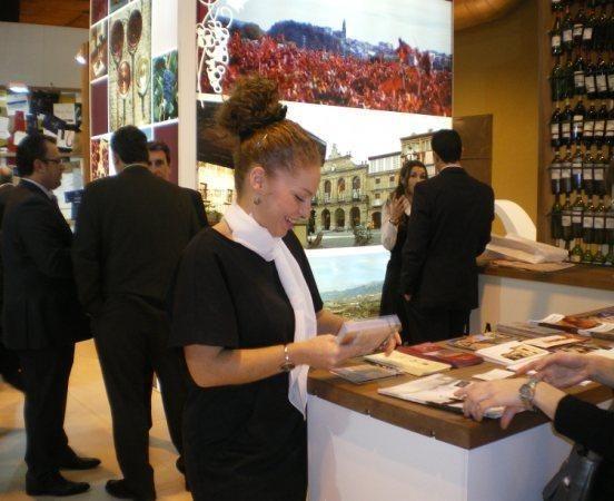 Personal de Fitur para el stand de La Rioja 3