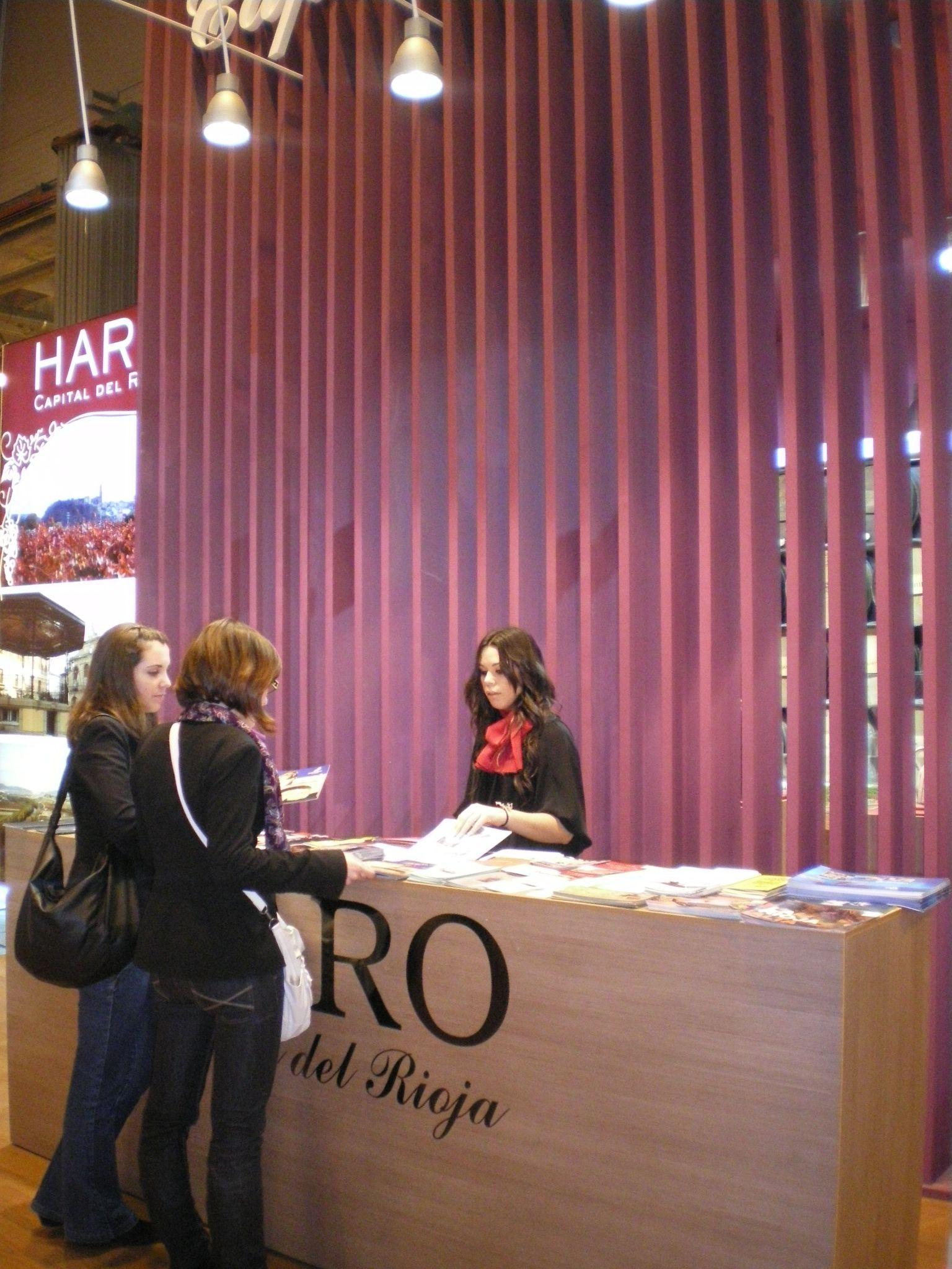Personal de Fitur para el stand de La Rioja 4