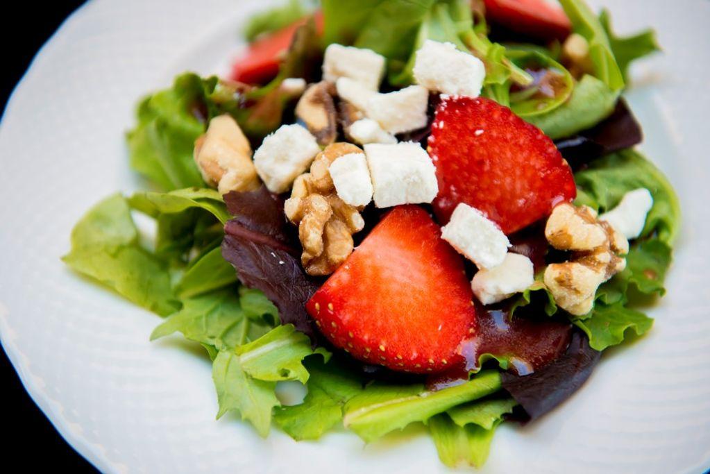 Mpc Strawberry Walnut Salad