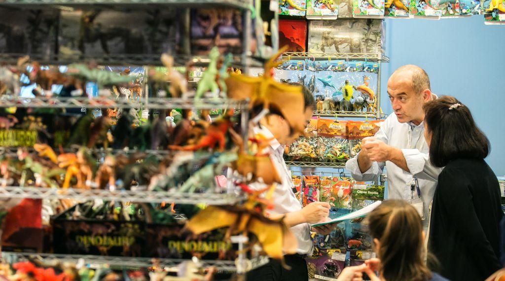 Hk Mega Showcase Toys